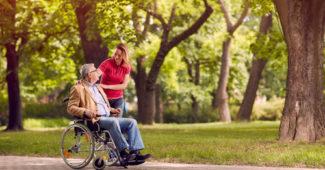 fauteuil roulant pour senior